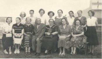 1952/53 Grono pedagogiczne z kierownikiem A. Sawickim